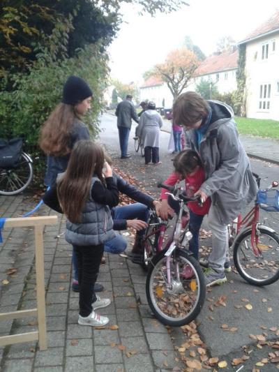 k1024_kleine-mit-fahrrad