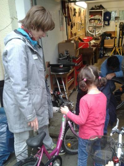 k1024_kleines-fahrrad-reparieren